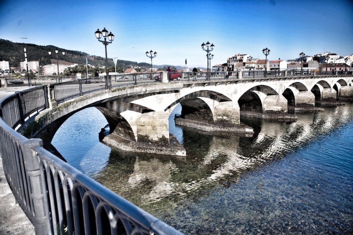 Pazo Mugartegui y puente de O Burgo