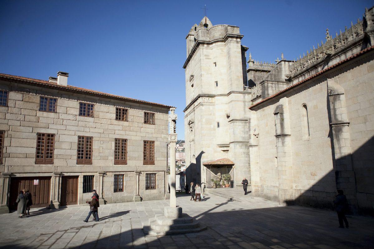 Praza Alonso de Fonseca y basílica de Santa María