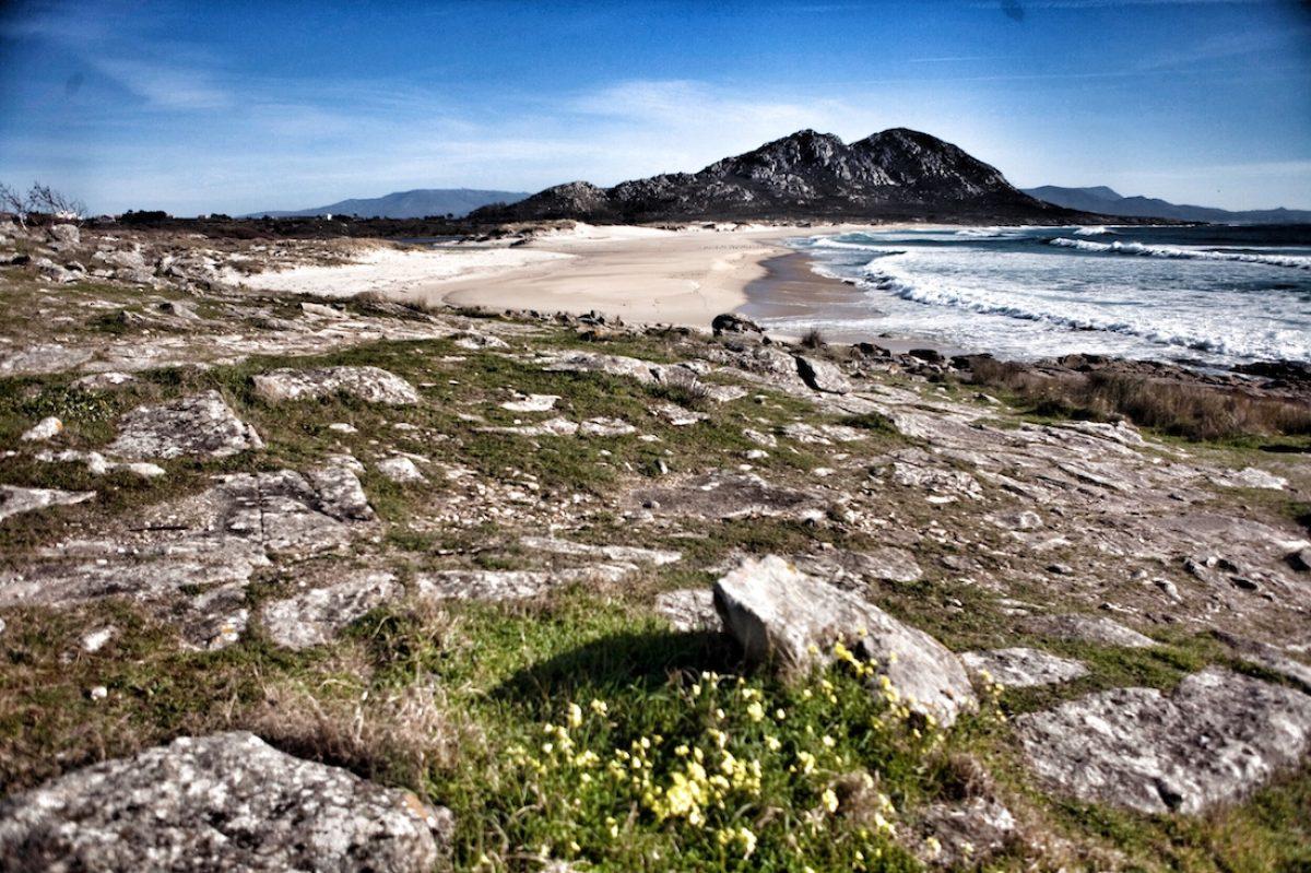 Monte Louro y playa de Area Maior