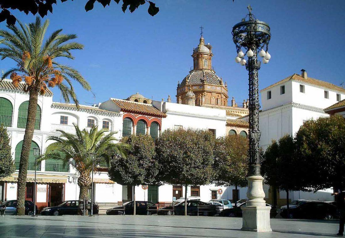 La plaza de San Fernando y el Ayuntamiento