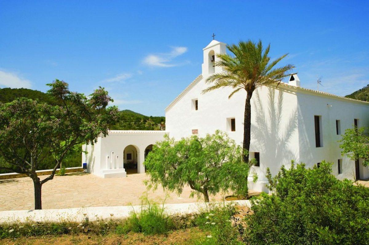 Pueblos e iglesia de la Ibiza interior