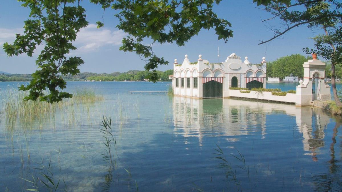 Un paseo por el lago de Banyoles