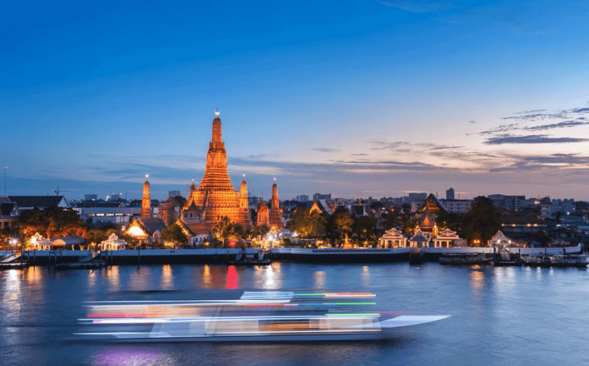 En barco taxi por el Chao Prayá
