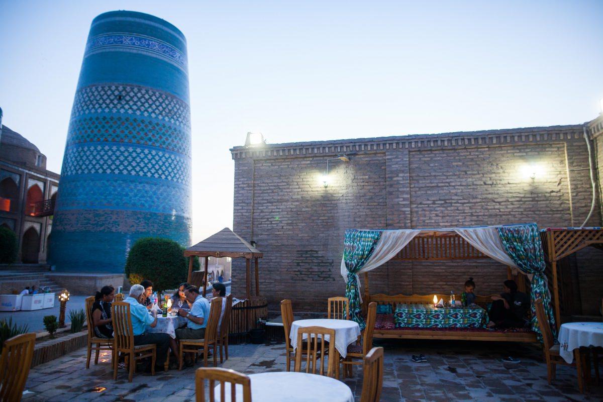 Terraza del café Bir-Gumbaz