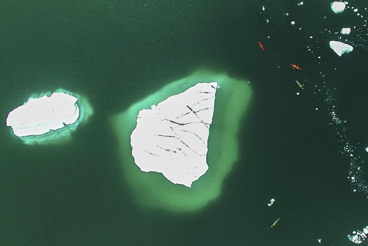 Navegando entre iceberg (Groenlandia)