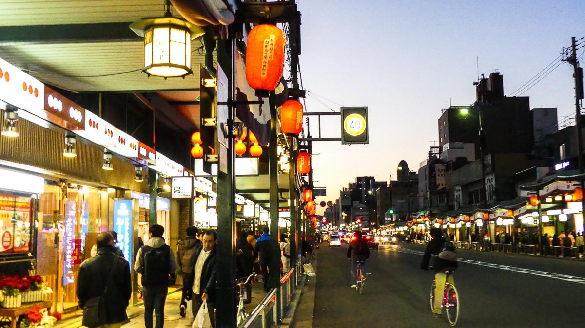 Ir de compras por la calle Shijo