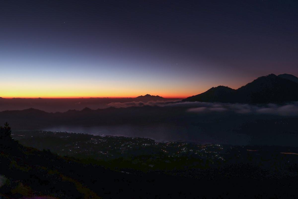 Trekking al amanecer en el monte Batur
