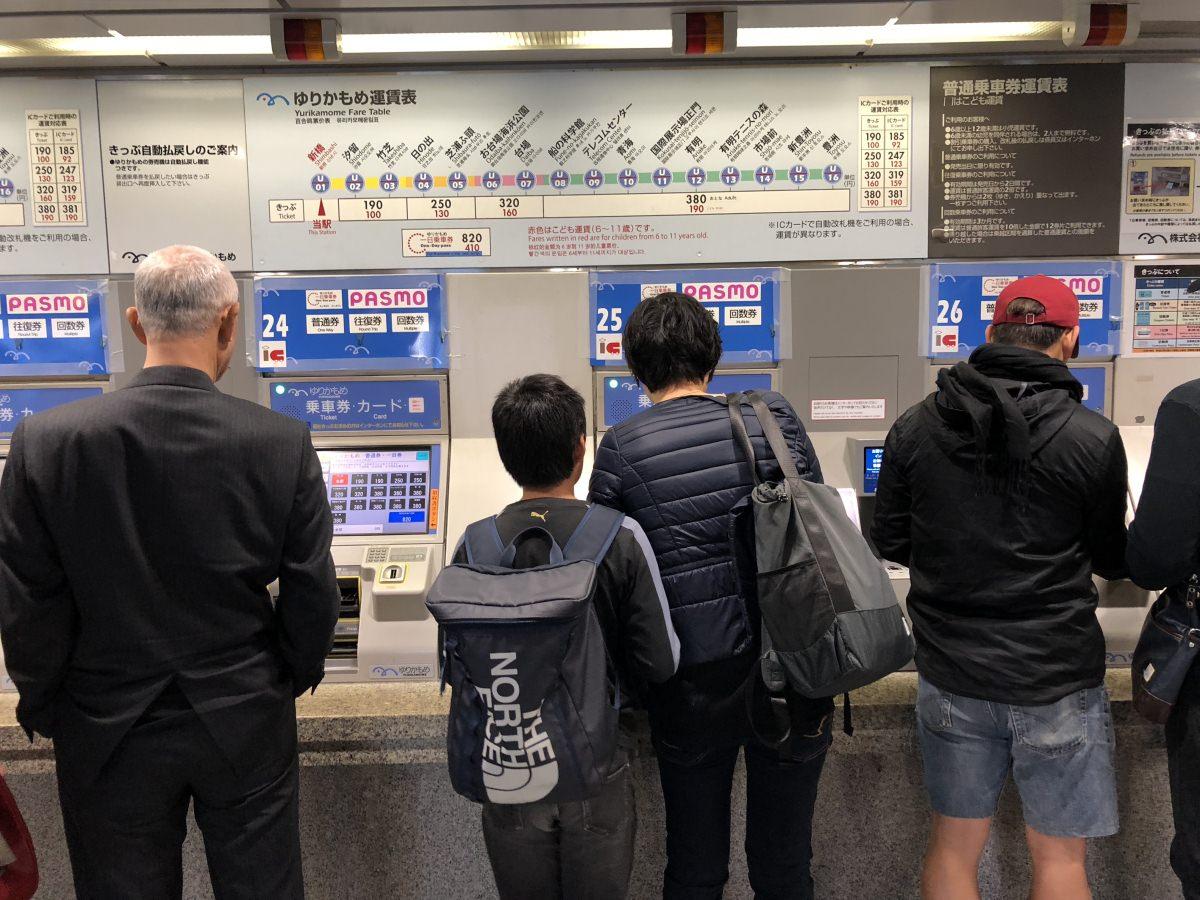 Primero, estación Shimbashi del JR