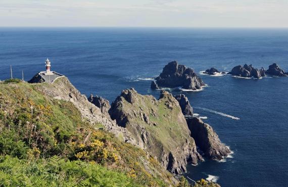 10 faros españoles en entornos espectaculares