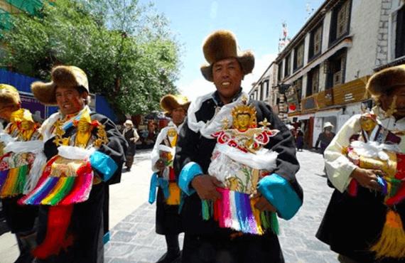Tibetanos, así es la cultura de los pueblos del Himalaya